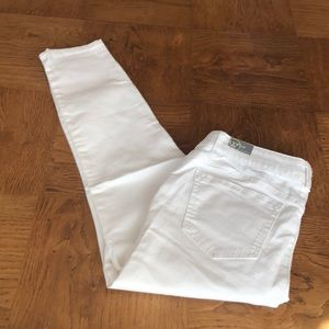 Wit & Wisdom White AbSolution Jeans Size 10